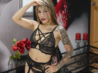 Webcam model SarahFowler from XLoveCam