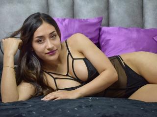 Webcam model SarahJoones from XLoveCam