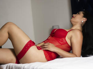Webcam model SashaVega from XLoveCam