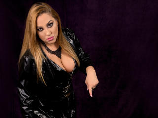 Webcam model SensualRaissa from XLoveCam