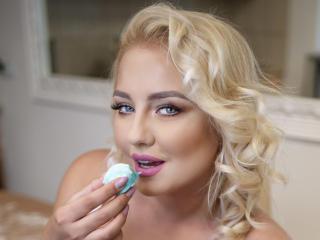 Webcam model SerenaWoss from XLoveCam