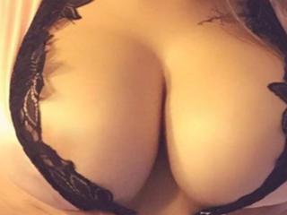 Webcam model SexyMonique from XLoveCam