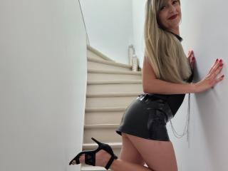 Webcam model Sexylolaforyou from XLoveCam