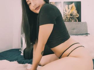 Webcam model Shanaya from XLoveCam