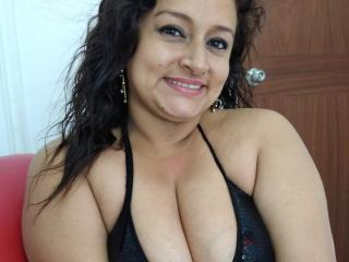 Webcam model SoniaXSexy from XLoveCam