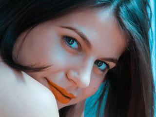 Webcam model SophiaGreens from XLoveCam