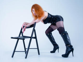 Webcam model SophiaReginald from XLoveCam