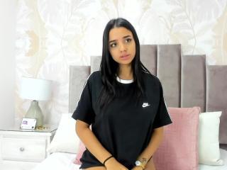 Webcam model SophieMiller from XLoveCam