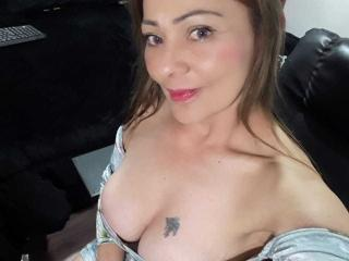 Webcam model SophieNichons from XLoveCam