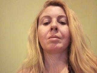 Webcam model SunshineMeYou from XLoveCam