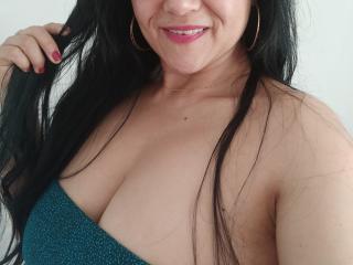 Webcam model SweetieOnline from XLoveCam