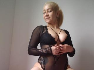 Webcam model TalishaBrown from XLoveCam