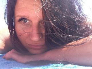 Webcam model Thalisa69 from XLoveCam