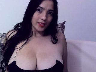 Webcam model ThamaraStar from XLoveCam
