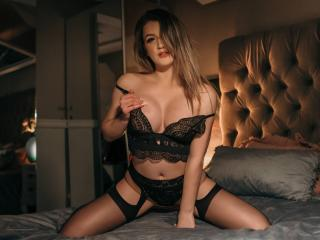 Webcam model TynaHelene from XLoveCam
