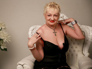 Webcam model UrFunnyLady from XLoveCam