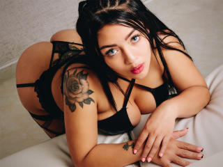 Webcam model ValentinaMayer from XLoveCam