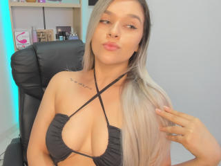 Webcam model ValerieStone from XLoveCam