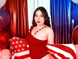 Webcam model VanessaDubois from XLoveCam
