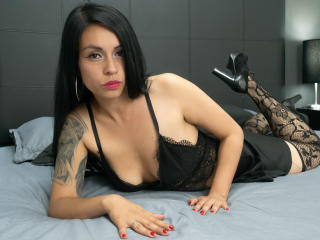 Webcam model VeronicaLeroy from XLoveCam