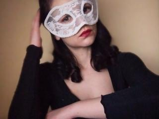 Webcam model VickyNikson from XLoveCam