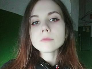 Webcam model VioletMury from XLoveCam