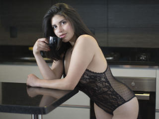 Webcam model ViviannCross from XLoveCam