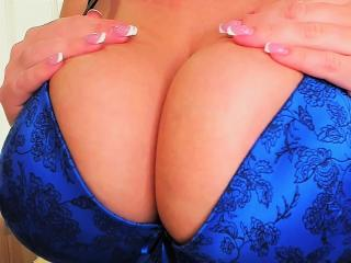Webcam model XBigTits from XLoveCam