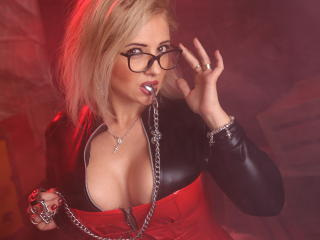 Webcam model vixenmilf from XLoveCam