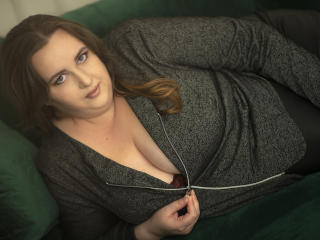 Webcam model MadelineKiss from XLoveCam