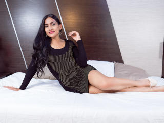 Webcam model AgathaCollins from XLoveCam