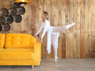Webcam model DanceOfSoul from XLoveCam
