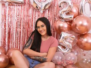 Webcam model EmilyRouss from XLoveCam