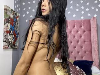 Webcam model CamilaBlair from XLoveCam