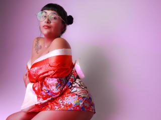Webcam model ElizabetthHillss from XLoveCam