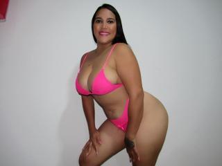 Webcam model LucianaO from XLoveCam