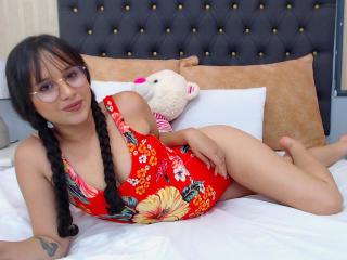 Webcam model EllaColins from XLoveCam
