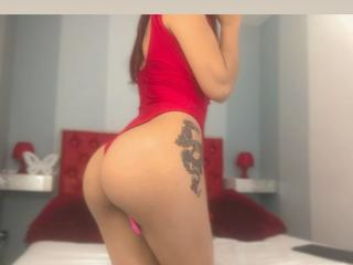Webcam model ChloeLoyd from XLoveCam