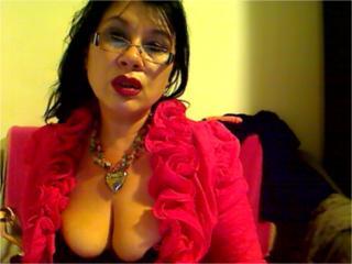 Webcam model Madellaine69 from XLoveCam