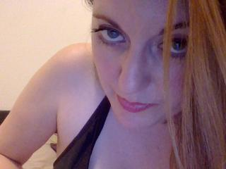 Webcam model FrenchyLea from XLoveCam