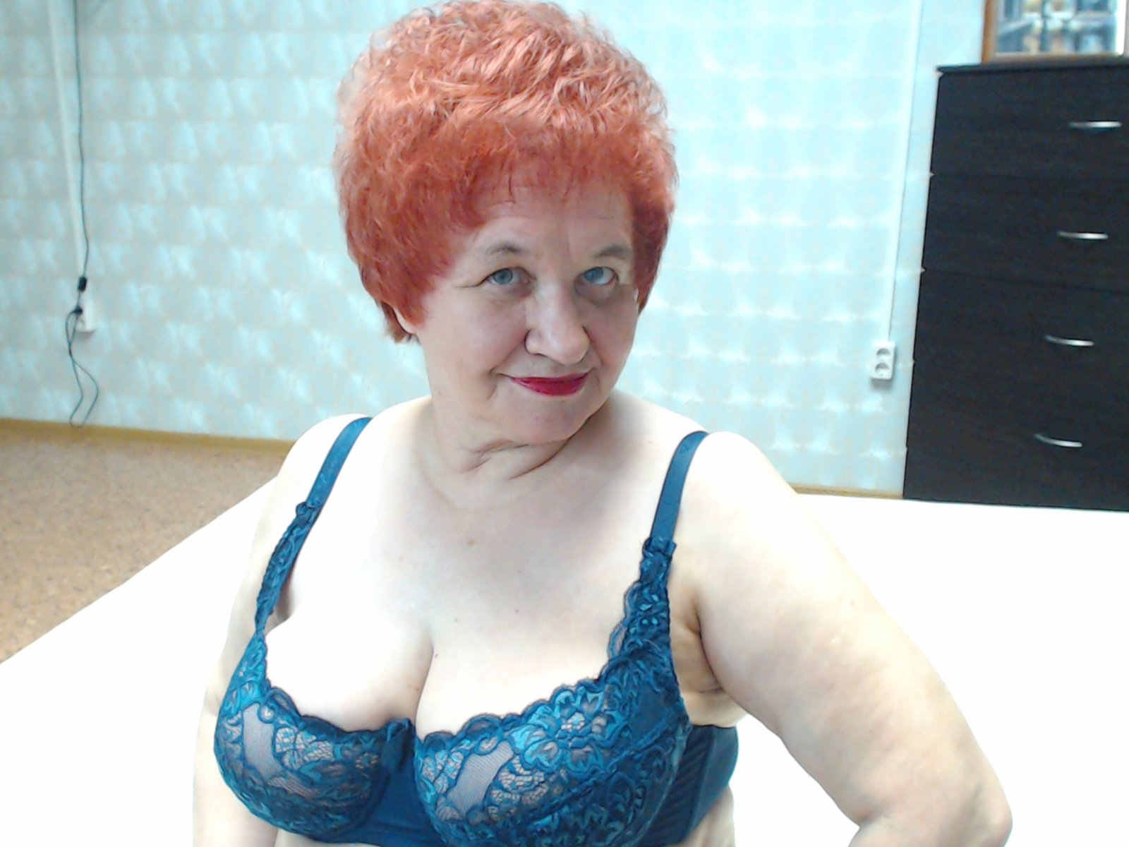 World's Hottest Grandma Gina Stewart Offers Free Access To Onlyfans To Raise Money For Bushfires