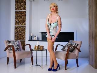FlirtyMary at XLoveCam