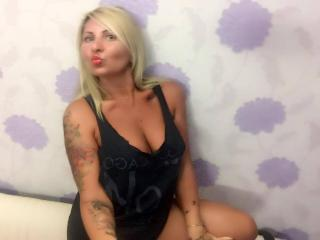 Webcam model ChaudeEvely from XLoveCam