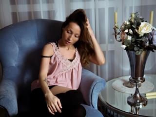 Webcam model DoloresShine from XLoveCam