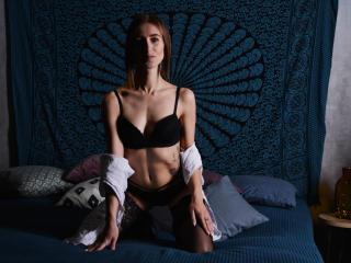 Webcam model LomanaGreat from XLoveCam
