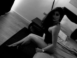 Webcam model DirtyHanna from XLoveCam