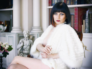 EvelinaX - Chat cam sexy with a White MILF
