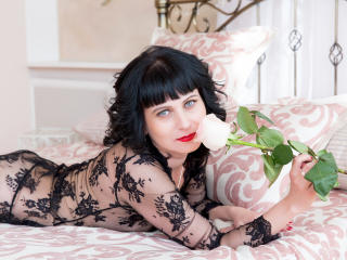 EvelinaX - Live chat sex with this European MILF