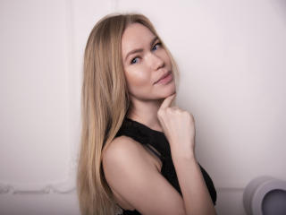 Webcam model MeIinaChrystaI from XLoveCam