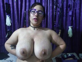Webcam model HollyManzini from XLoveCam